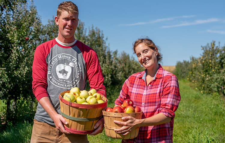 Emma-and-Marcus_Buffalo-Ridge-Orchard_sm.jpg